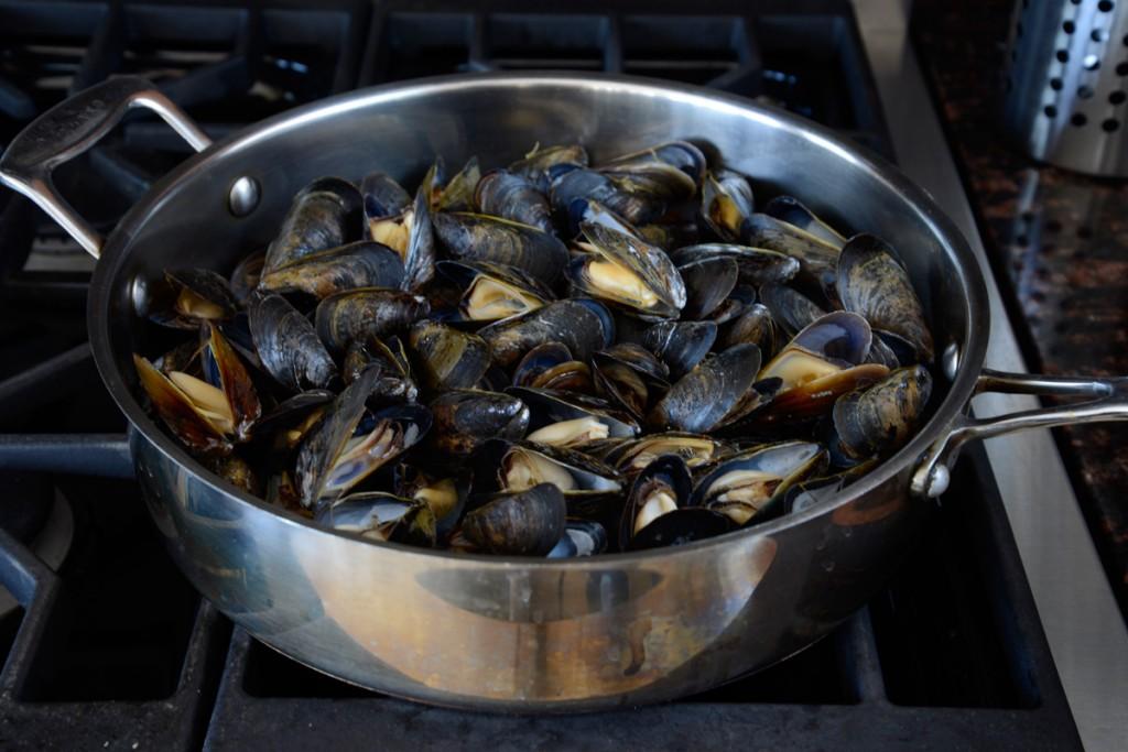 mussels-pot